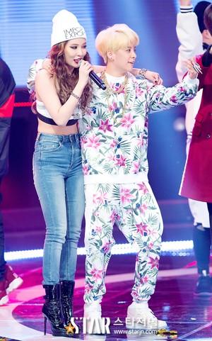 Hyuna and Amber - دکھائیں Champion