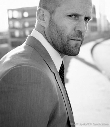 Jason Statham karatasi la kupamba ukuta with a business suit, a suit, and a two piece called Jason Statham