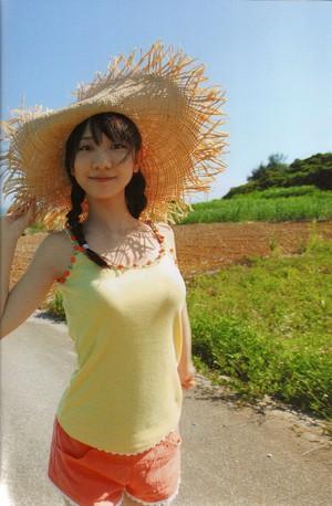 Kashiwagi Yuki Photobook 'Ijou, Kashiwagi Yuki Deshitatsu'