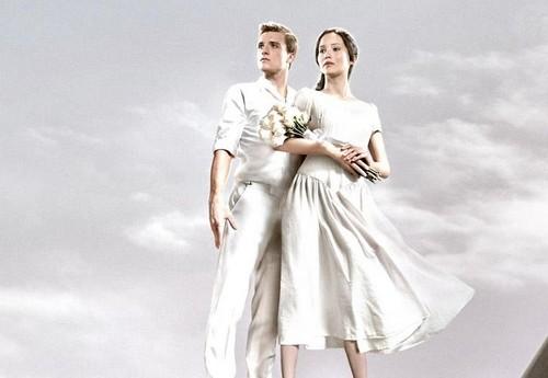 Peeta Mellark and Katniss Everdeen wolpeyper possibly with a hapunan dress called Katniss and Peeta