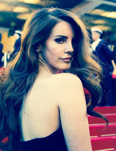 Lana Del Rey karatasi la kupamba ukuta probably with attractiveness, a portrait, and skin entitled Lana Del Rey