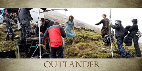 outlander série de televisão 2014 wallpaper with a rifleman, a green beret, and a navy foca, selo entitled Outlander Poster Making Of Picture