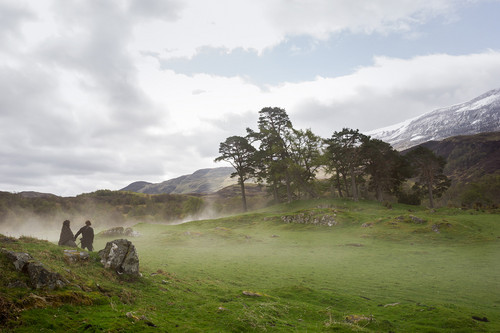 série TV Outlander 2014 fond d'écran possibly containing a ponderosa titled Outlander Season 1b promotional picture