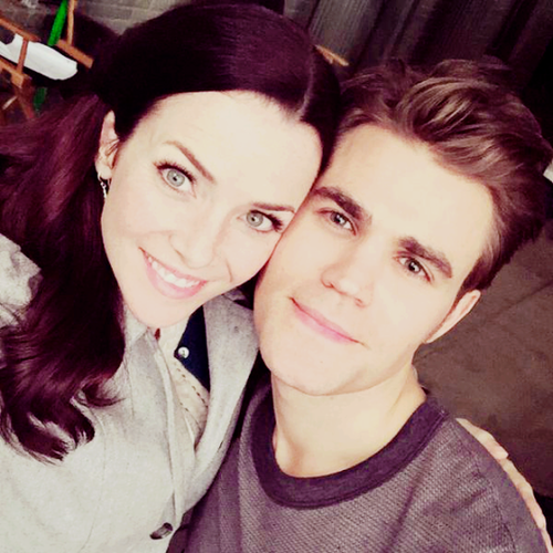 The Vampire Diaries TV دکھائیں پیپر وال probably containing a portrait entitled Paul Wesley and Annie Wersching