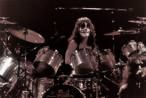 Peter Criss 1976 England