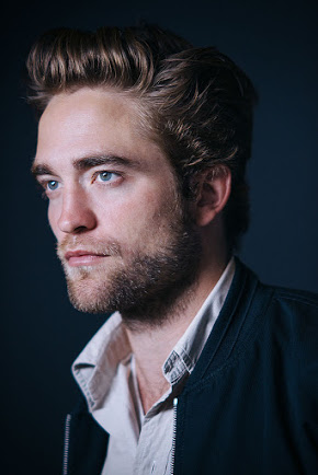 Robert Pattinson fond d'écran possibly with a business suit and a portrait entitled Robert Pattinson