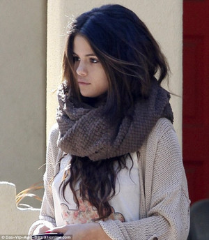 Selena Gomez (please fan) ツ
