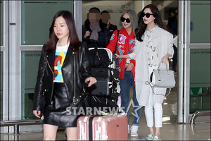 Sunny, Hyoyeon and Seohyun at the airport