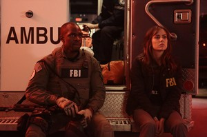 THE FOLLOWING PROMOTIONAL foto 3x02 BOXED IN