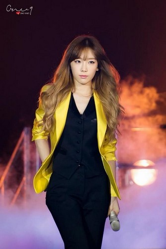 Taeyeon (SNSD) پیپر وال probably containing a leotard, tights, and a well dressed person titled Taeyeon pic