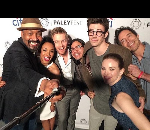 The Flash (CW) achtergrond called The Flash Cast - PaleyFest 2015
