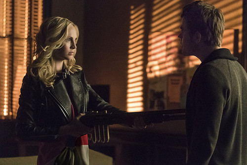 Teen テレビ shows 壁紙 possibly with a business suit called The Vampire Diaries 6.17 ''A Bird in a Gilded Cage''