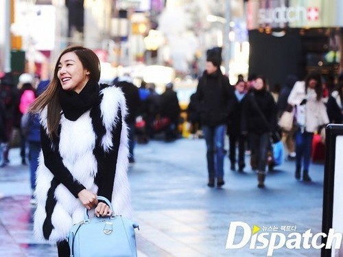 Tiffany Hwang fondo de pantalla probably containing a pelaje, piel capa and a calle titled Tiffany strolling in New York