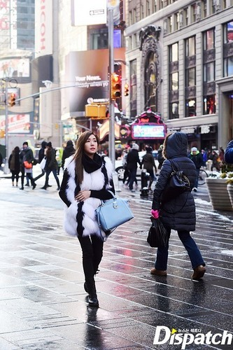 Tiffany Hwang wallpaper containing a street titled Tiffany strolling in New York