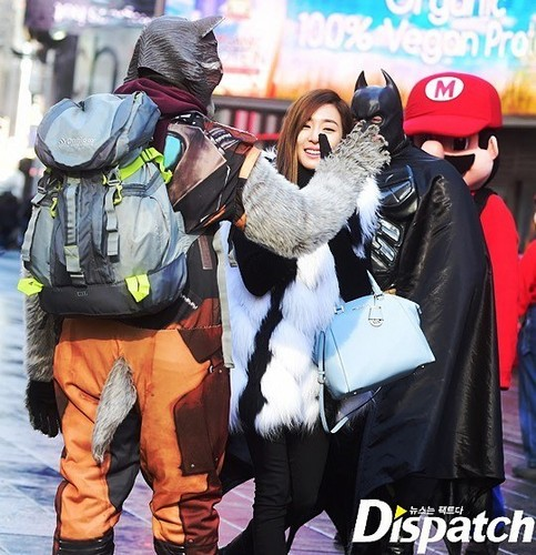 Tiffany Hwang fondo de pantalla titled Tiffany strolling in New York
