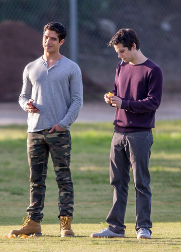 "Teen loup fond d'écran with a guichet, wicket and an umpire called Tyler Posey and Dylan O'brien on the set of ""Teen Wolf"""