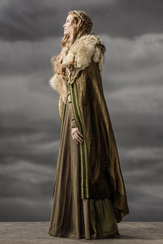 《维京传奇》(电视剧) 壁纸 containing a 披风, 斗篷 called Vikings Aslaug Season 3 Official Picture