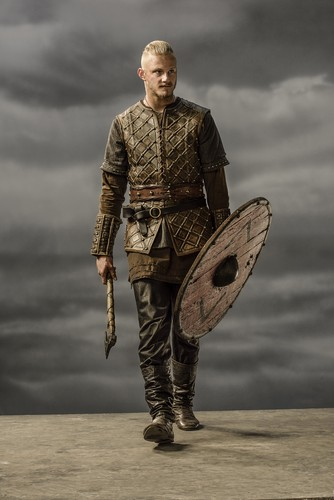 Vikings (TV Series) karatasi la kupamba ukuta possibly with a surcoat entitled Vikings Bjorn Season 3 Official Picture