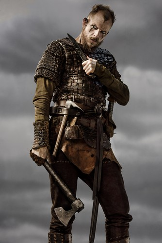 Vikings (TV Series) karatasi la kupamba ukuta possibly containing a surcoat, a brigandine, and a tabard entitled Vikings Floki Season 3 Official Picture