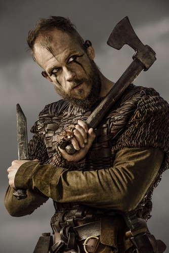 Vikings (TV Series) پیپر وال with a hatchet, a tomahawk, and a battle ax called Vikings Floki Season 3 Official Picture