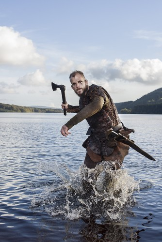 Vikings (TV Series) karatasi la kupamba ukuta possibly with an kasia, kafi called Vikings Floki Season 3 Official Picture