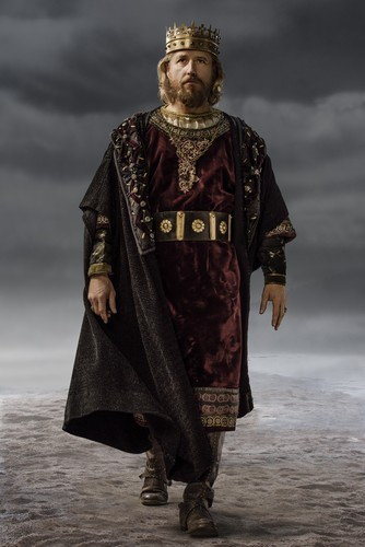 Vikings (TV Series) achtergrond probably with a surcoat called Vikings King Ecbert Season 3 Official Picture