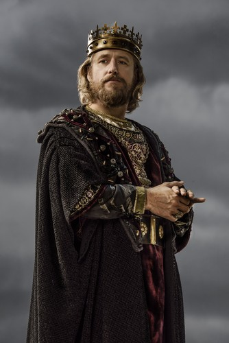 Vikings (TV Series) karatasi la kupamba ukuta with a surcoat entitled Vikings King Ecbert Season 3 Official Picture