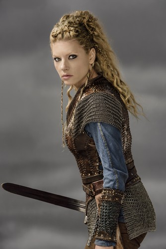 Vikings (TV Series) achtergrond entitled Vikings Lagertha Season 3 Official Picture