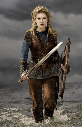 Vikings (TV Series) karatasi la kupamba ukuta called Vikings Lagertha Season 3 Official Picture