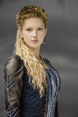 vikings (serial tv) wallpaper probably with a pullover titled Vikings Lagertha Season 3 Official Picture