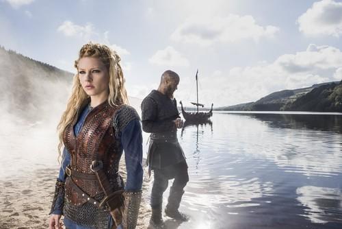 vikingos (serie de televisión) wallpaper entitled Vikings Lagertha and Ragnar Lothbrok Season 3 Official Picture