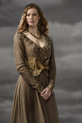 vikingos (serie de televisión) wallpaper possibly with a kirtle, a polonaise, and a coquetel dress entitled Vikings Aslaug Season 3 Official Picture