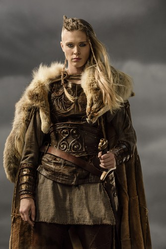 Vikings (serie tv) wallpaper possibly containing a pelliccia cappotto entitled Vikings Porunn Season 3 Official Picture