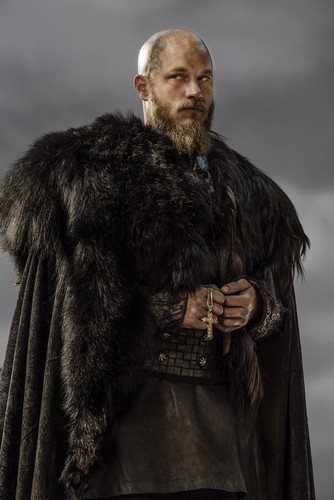 Vikings (TV Series) karatasi la kupamba ukuta probably with a fur, manyoya kanzu, koti titled Vikings Ragnar Lothbrok Season 3 Official Picture