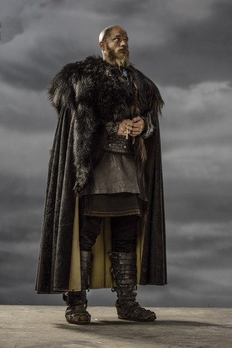Vikings (TV Series) karatasi la kupamba ukuta with a fur, manyoya kanzu, koti called Vikings Ragnar Lothbrok Season 3 Official Picture