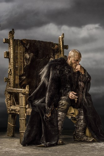 Vikings (serie tv) wallpaper called Vikings Ragnar Lothbrok Season 3 Official Picture