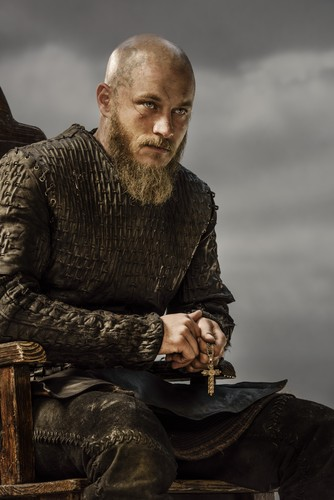 Vikings (TV Series) پیپر وال probably with a business suit, a well dressed person, and a hip boot entitled Vikings Ragnar Lothbrok Season 3 Official Picture