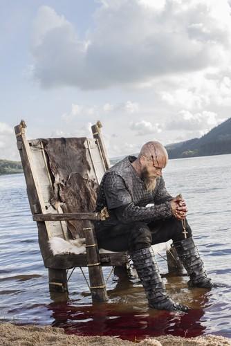 《维京传奇》(电视剧) 壁纸 titled Vikings Ragnar Lothbrok Season 3 Official Picture