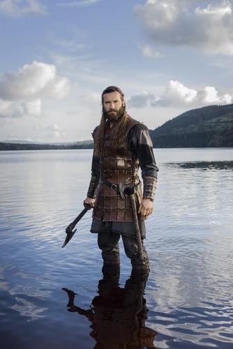 Vikings (TV Series) karatasi la kupamba ukuta with a rifleman and a green beret entitled Vikings Rollo Season 3 Official Picture