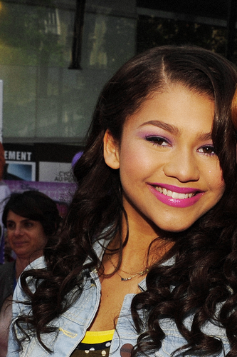Zendaya Coleman wallpaper possibly with a portrait entitled Zendaya Coleman