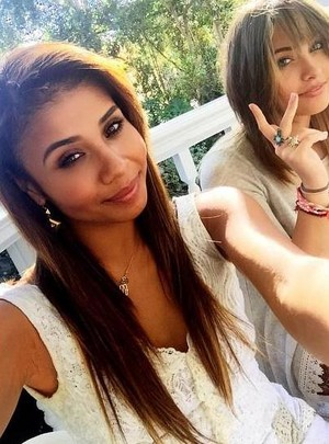 genevieve jackson with her cousin paris jackson 2015