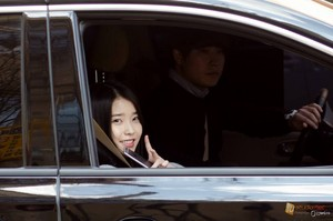 "150323 ‪‎IU‬ leaving the ""Producer"" script reading by @mistershiniu"