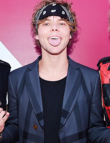 Ashton Irwin Images Ashton Wallpaper And Background Photos