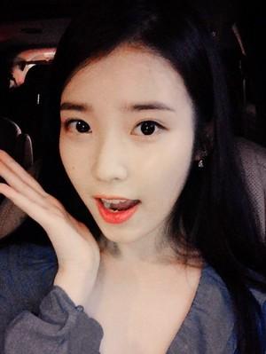[FROM. IU] 150410 19:19 KST New selca IU گیا کیا پوسٹ in her fancafe