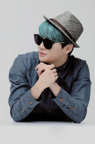 JYJ kertas dinding possibly with sunglasses entitled Kim Junsu