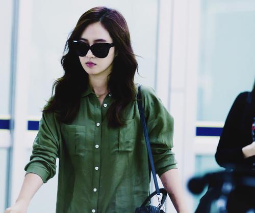 K-pop Обои with sunglasses entitled Kwon Yuri