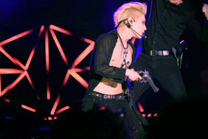 150321 태민 テミン Taemin and Gun with Golden Hair - SMTOWN in Taiwan