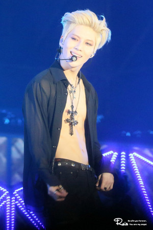 150321 태민 テミン Taemin showing his abs with golden hair - SMTOWN in Taiwan