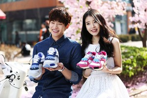150401 ‪‎IU‬ and Song ‪Jaerim‬ for 스베누 SBENU‬ Facebook update