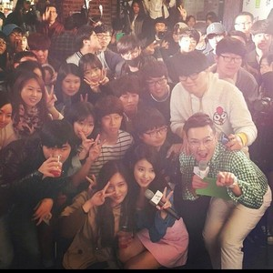 150410 IU and lucky fans at Chamisul cocktail party mini concert event